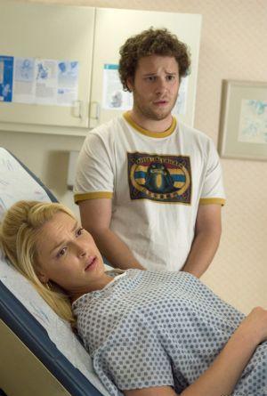 Alison und Ben müssen auch beim Frauenarzt erkennen, dass der Kindersegen wahr wird...