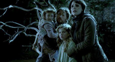 Mama (präsentiert von Guillermo del Toro)